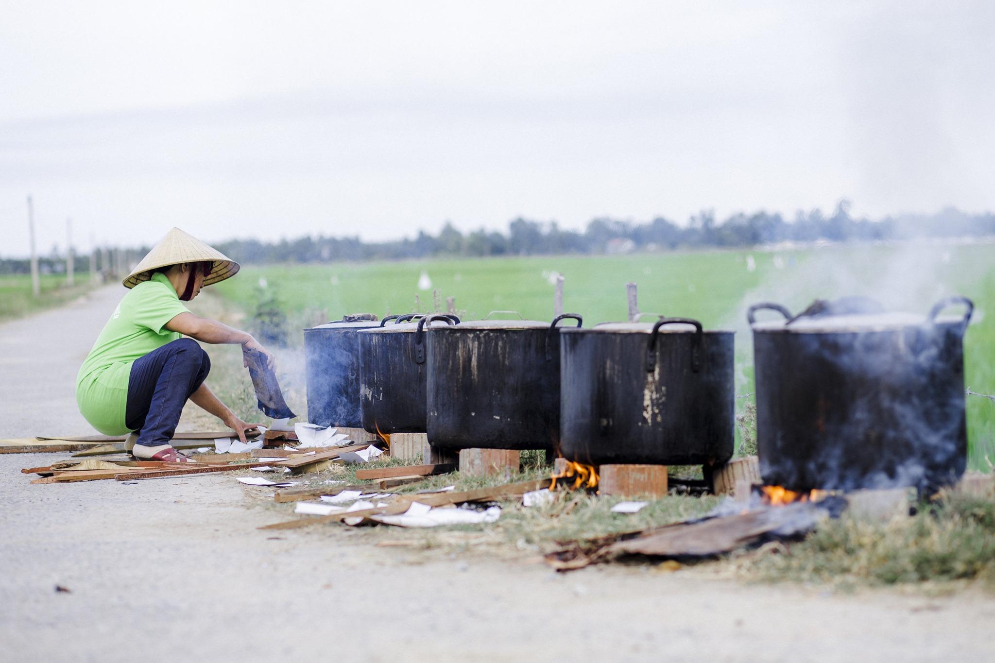 Quá trình đun nấu thảo mộc sản xuất nước lau sàn sả chanh